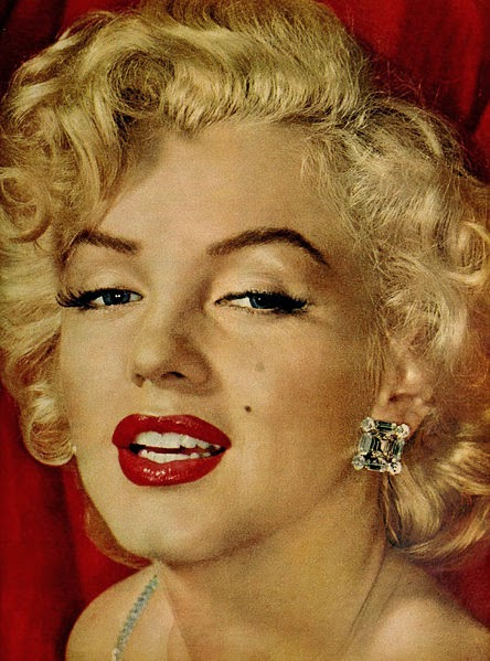 marilyn monroes role in the dumb blonde roles