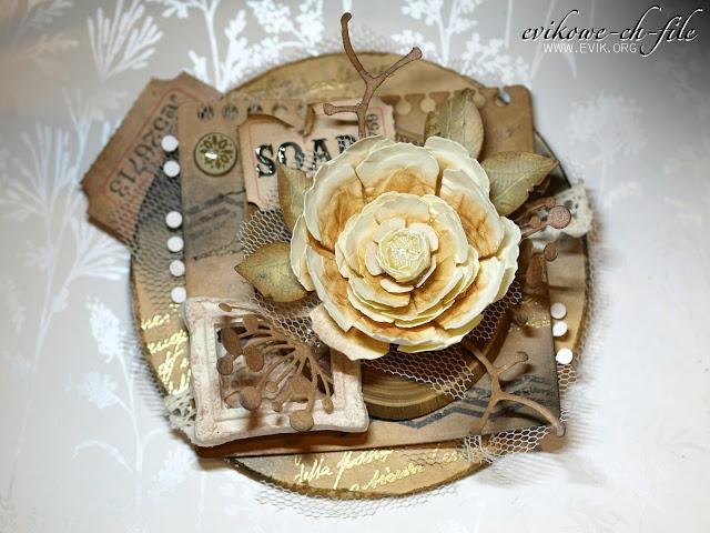 okrągła walentynka, ręcznie robiony kwiat, Ewa Jarlińska, Evik, plaster drewna,  złoty puder do embossingu, ćwiek, magnolia die, tiul