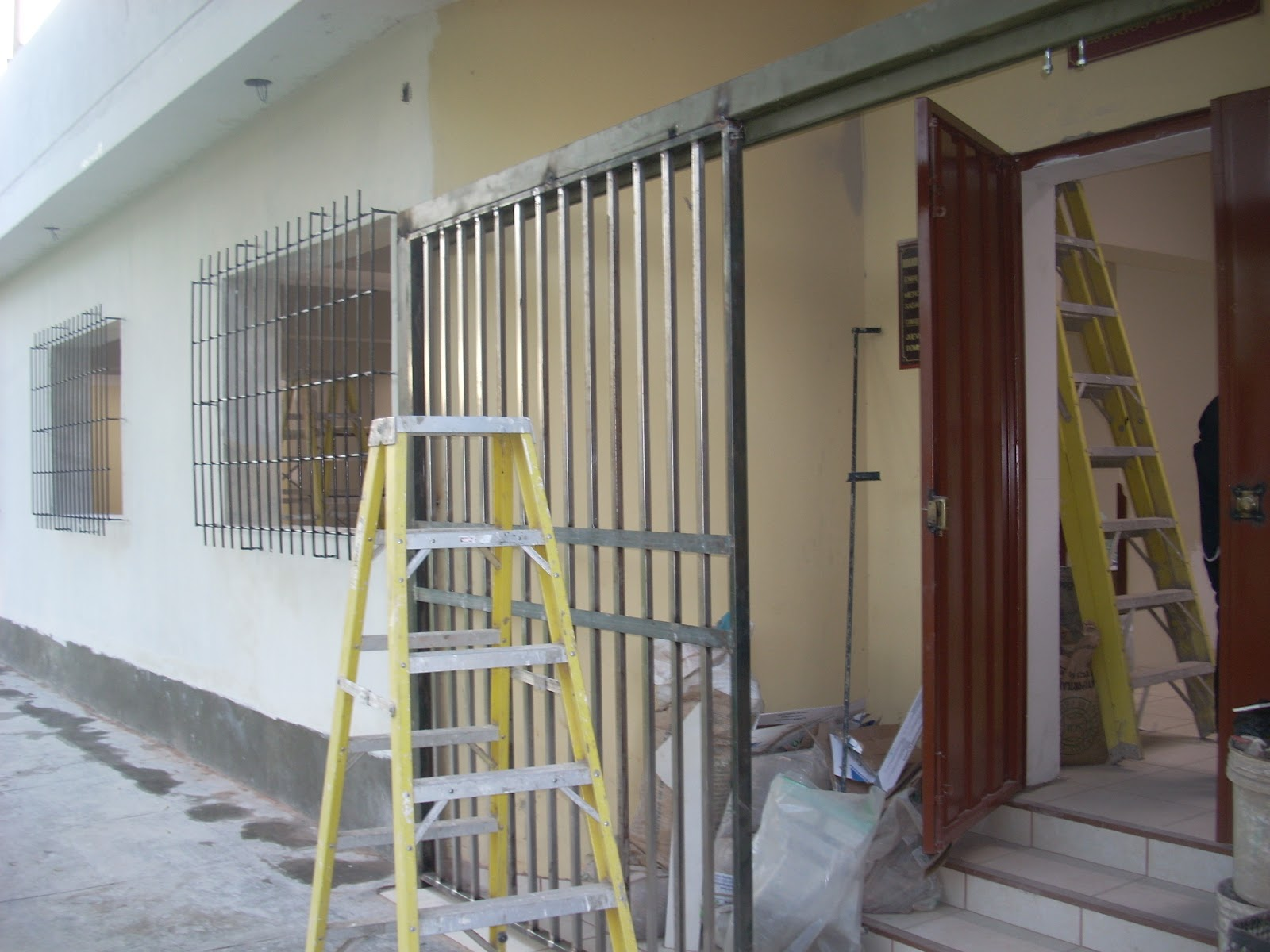 Carpinteria metalica puertas - Como hacer una puerta mosquitera abatible ...