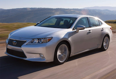 2013_Lexus_ES_350_and_300h_Elegant_Car