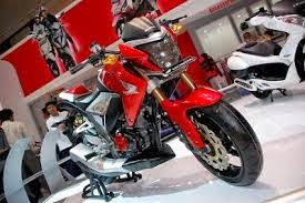 modifikasi motor honda new megapro full fairing