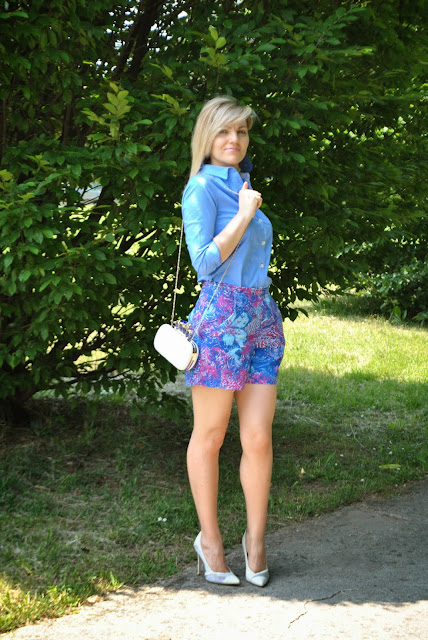 outfit shorts stampa fiori outfit shorts come abbinare gli shorts outfit shorts e camicia mariafelicia magno colorblock by felym mariafelicia magno fashion blogger blogger italiane blog di moda italiani fashion blog italiani outfit maggio 2015 outfit estivi outfit estivi donna outfit pantaloncini come abbinare i pantaloncini shorts outfit how to wear shorts floral shorts fashion bloggers italy blonde girl blonde hair