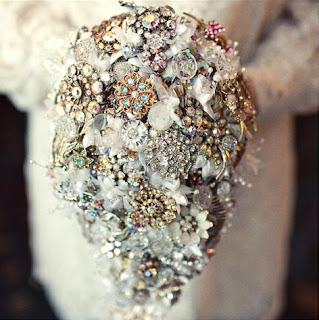 Vintage-brooch-bouquet-by-debbie-carlisle-via-Absolute-Perfection