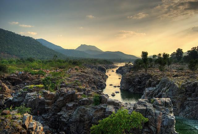 Kaveri river running through Hogenakkal., Tamil Nadu