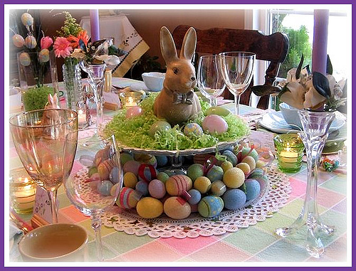 Very merry vintage syle easy easter table decoration ideas for Easter dinner table setting ideas