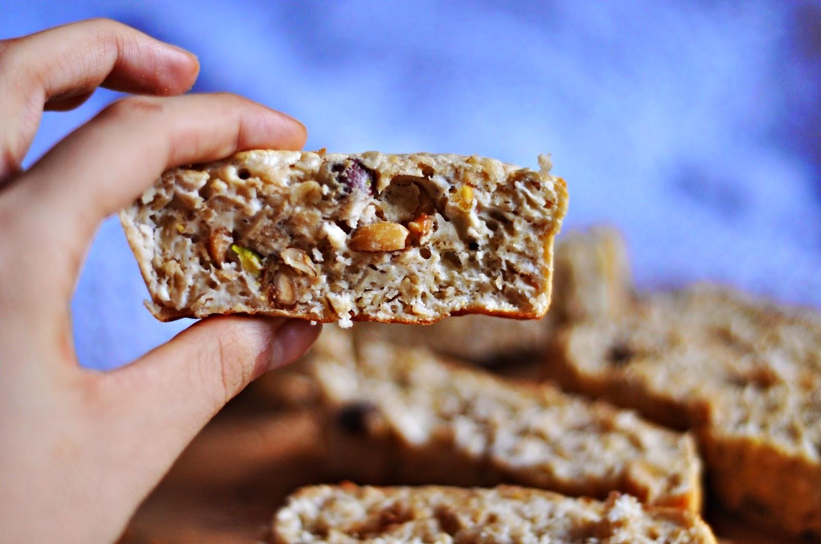 Proteinowe batoniki z orzechami na drugie śniadanie | dietetyczne, bezglutenowe | przepis z odżywką białkową