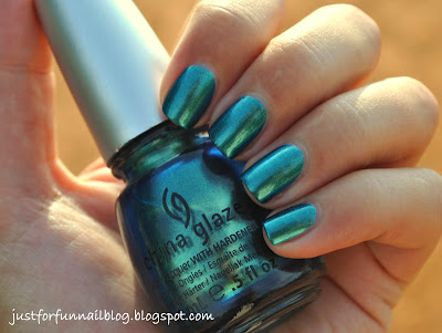 Multichrome November: China Glaze - Deviantly Darling