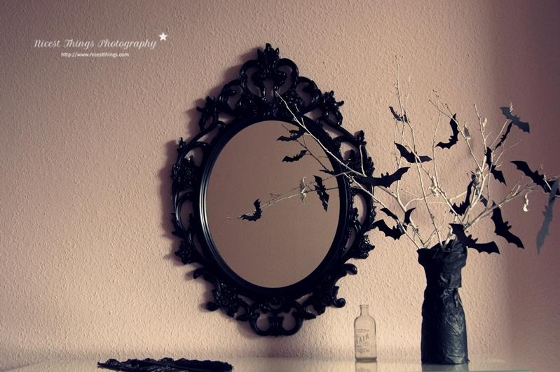 Halloween Fotoshooting Setting schwarzer Spiegel Ikea