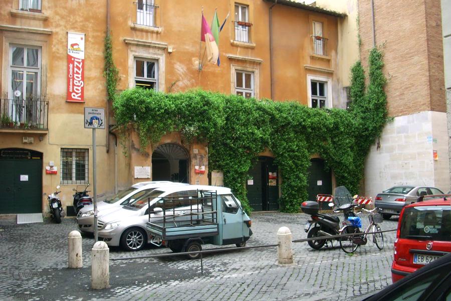 Riprendiamoci roma area pedonale divieto di sosta for Arredo urbano roma