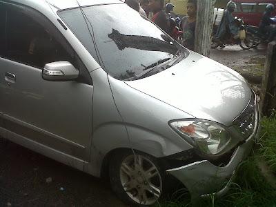 Kecelakaan mobil di kumala makassar