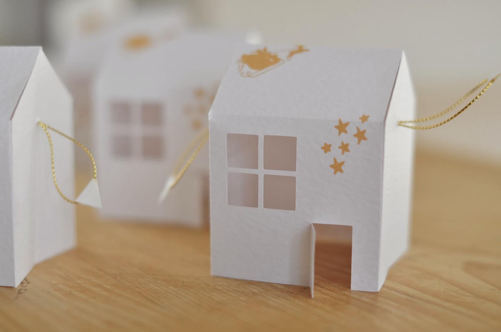 l 39 art de la curiosit classic pr parer no l 3 une maison pop up comme carte de v ux. Black Bedroom Furniture Sets. Home Design Ideas