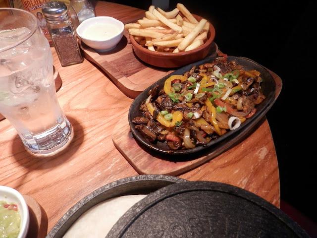 Vegan mushroom fajita, Las Iguanas.  What do vegans eat?  Out in Birmingham. secondhandsusie.blogspot.co.uk #ukveganblogger #birmingham