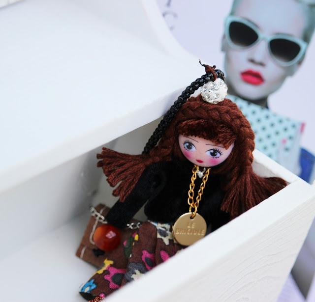 collana con bambola