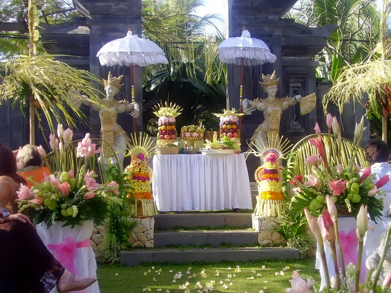 Balinese wedding decoration toko bunga denpasar for Bali mariage location