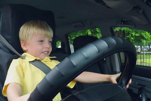 si bocah supir taksi