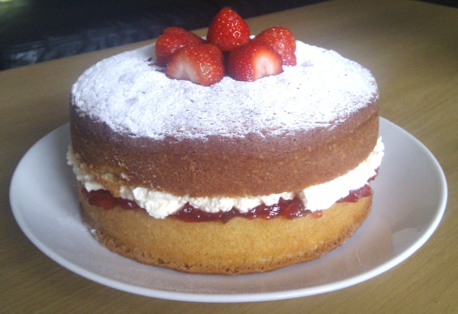 Sponge Cake Artinya : My Little Kitchen: Perfect Victoria Sponge Cake?