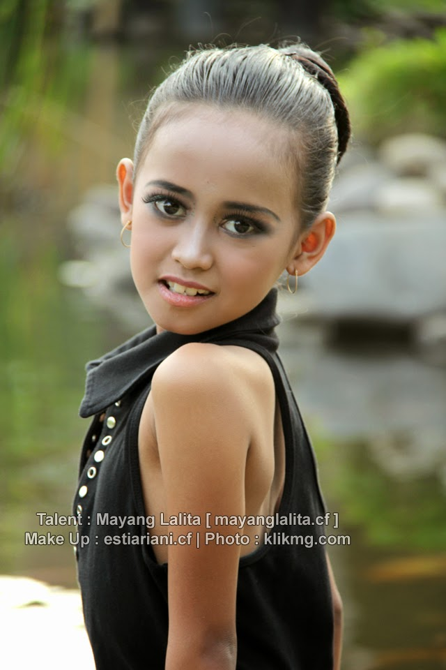 Mayang Lalita @Casual   Make Up & Hair Do : estiariani.cf [ Rias Pengantin Purwokerto ]   Photo : klikmg.com Fotografer