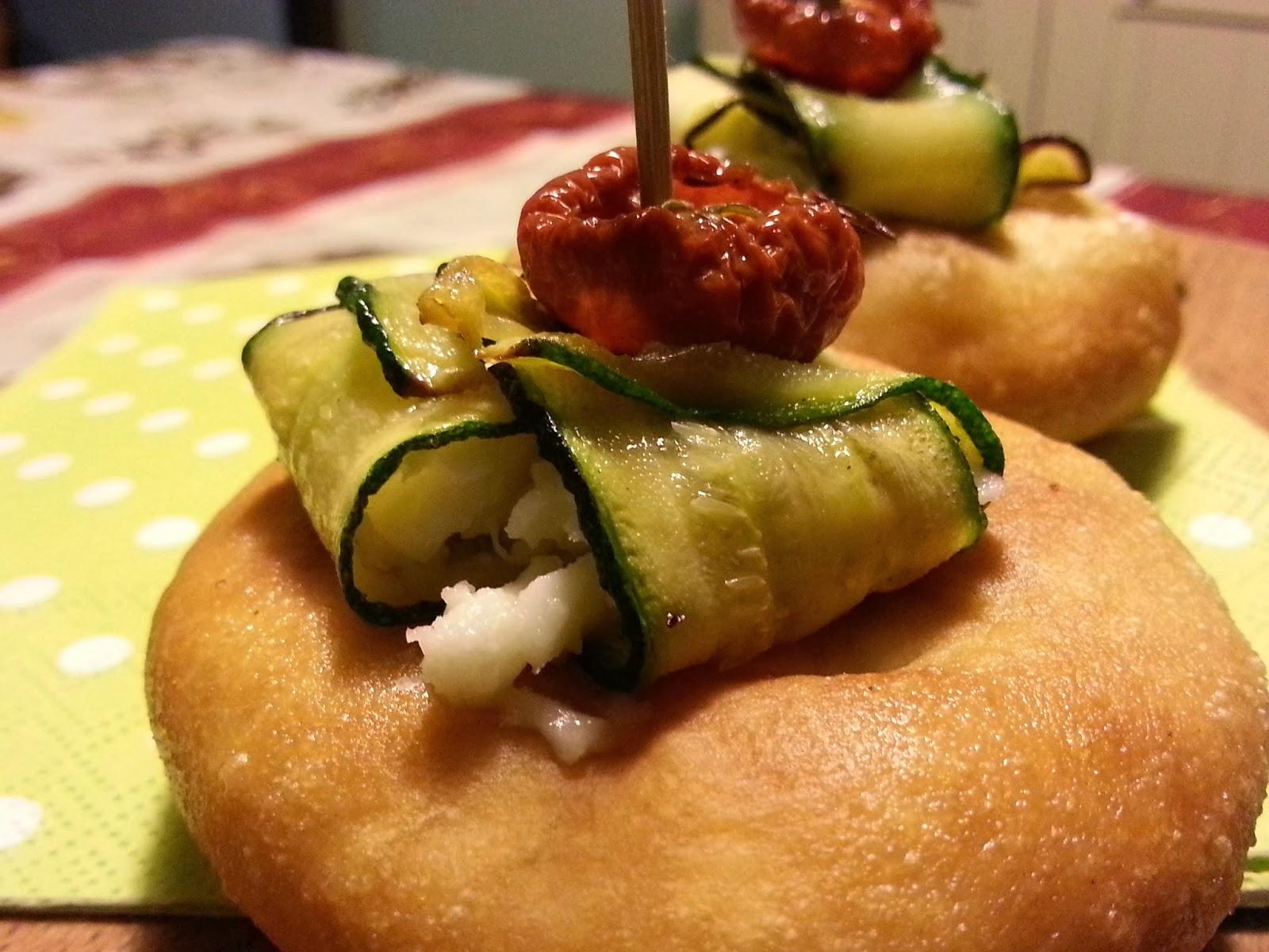 focaccia fritta con zucchine e pomodoro  -