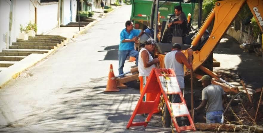Rua Padre Tintório, na Várzea, passa por desobstrução de galeria e recebe manilha nova