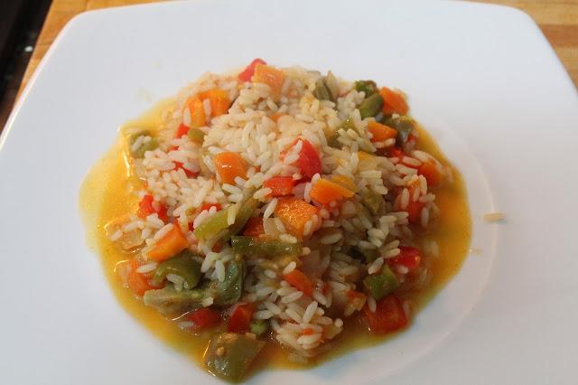 Plato de verduras con arroz