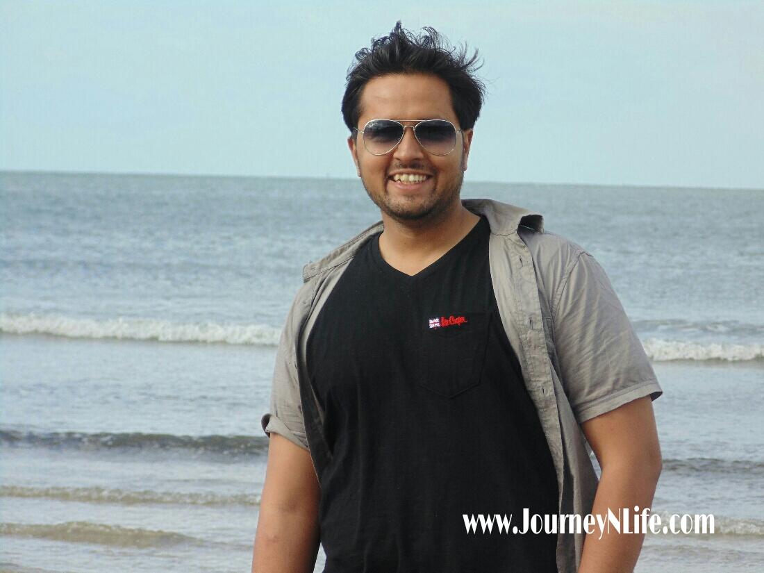 Bike trip to Karde Beach near Dapoli on the Konkan coast