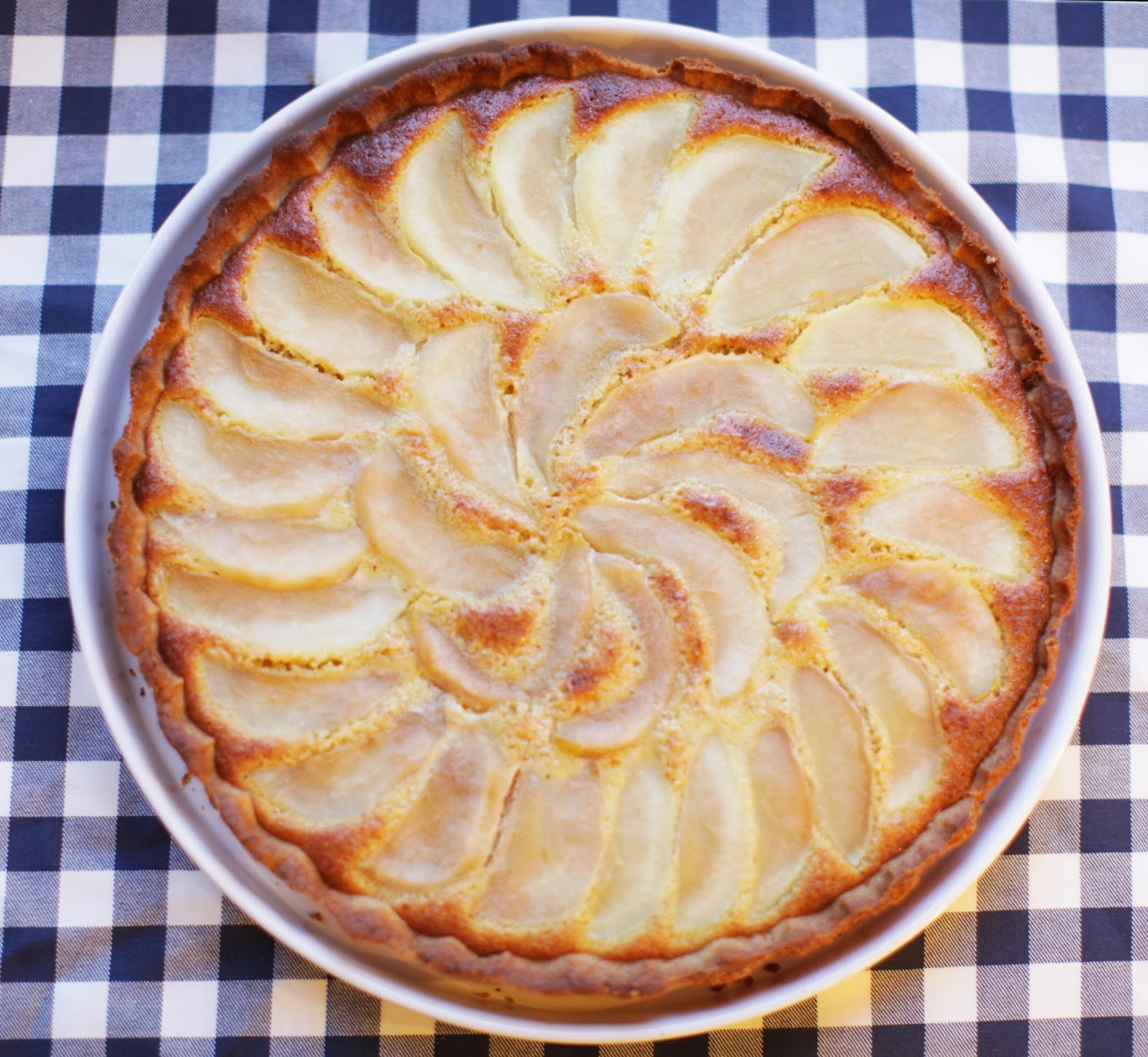 http://our-favorite-apple-pie.blogspot.com/2014/01/migdaowa-tarta-z-gruszkami.html