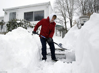 How to shovel snow without damaging your back