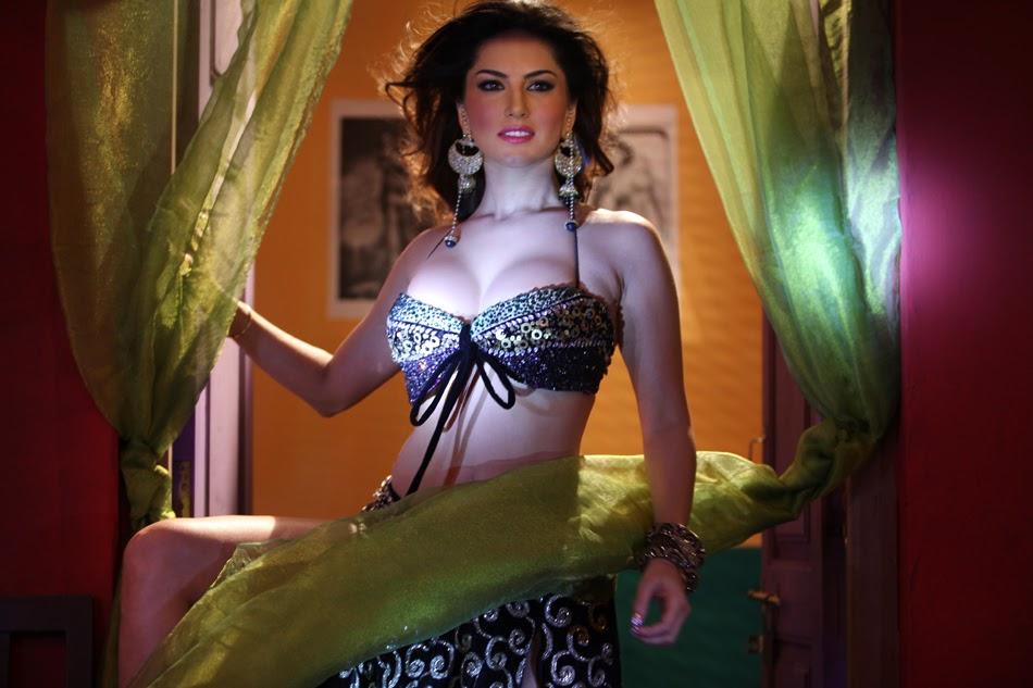 Sunny Leone Nip Slip pics at Laila teri le gi Song Promotion redhot nude pics