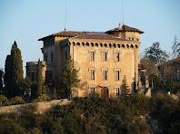 La Torre Nova de Cal Pons des de l'altra banda del Llobregat