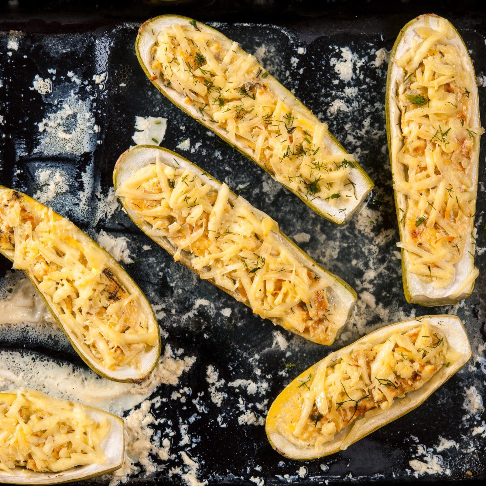 Пълнени тиквички със сирене и яйца