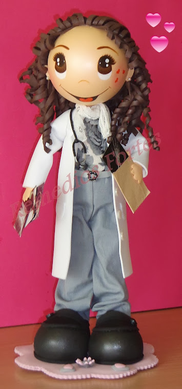 Elena , radióloga