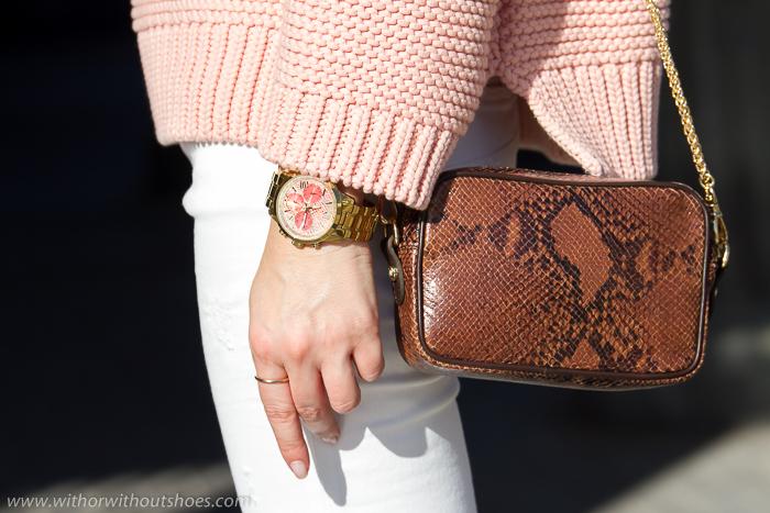 Reloj  dorado con esfera en estampado de serpiente naranja modelo W0330L11 ICONIC de GUESS Watches