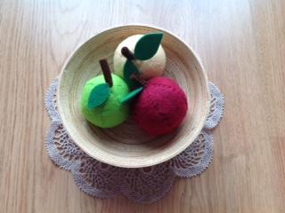 DIY play food: a bowl of apples