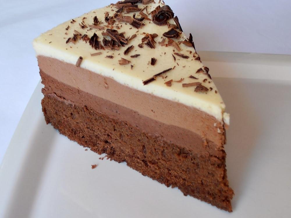 http://www.caietulcuretete.com/2013/01/tort-trio-de-ciocolata.html