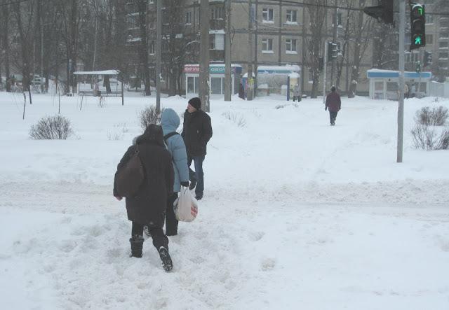 Фото Виталия Бабенко: дороги занесло снегом