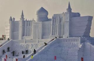 Istana Yang Terbuat Dari Es