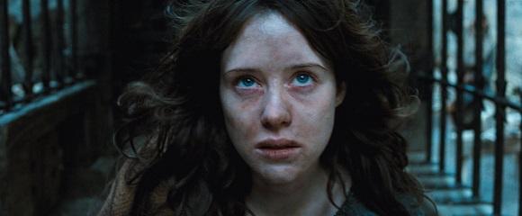Claire Foy em CAÇA ÀS BRUXAS (Season of the Witch)