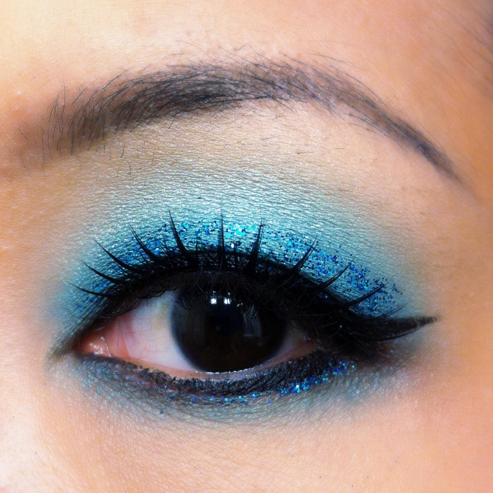 how to make blue eyeshadow look good