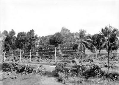 Candi Borobudur pertama kali ditemukan4