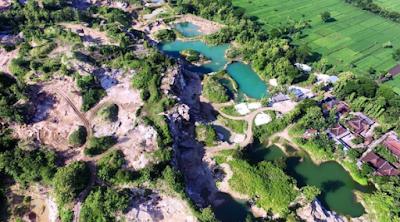 Telaga Biru bekas tambang batu alam di Gunungkidul.