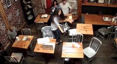 مفاجأة .. بالفيديو : ساحرة أمريكية تستخدم قوة التحريك الذهني لرمي شخص على الجدار  - american wizard woman