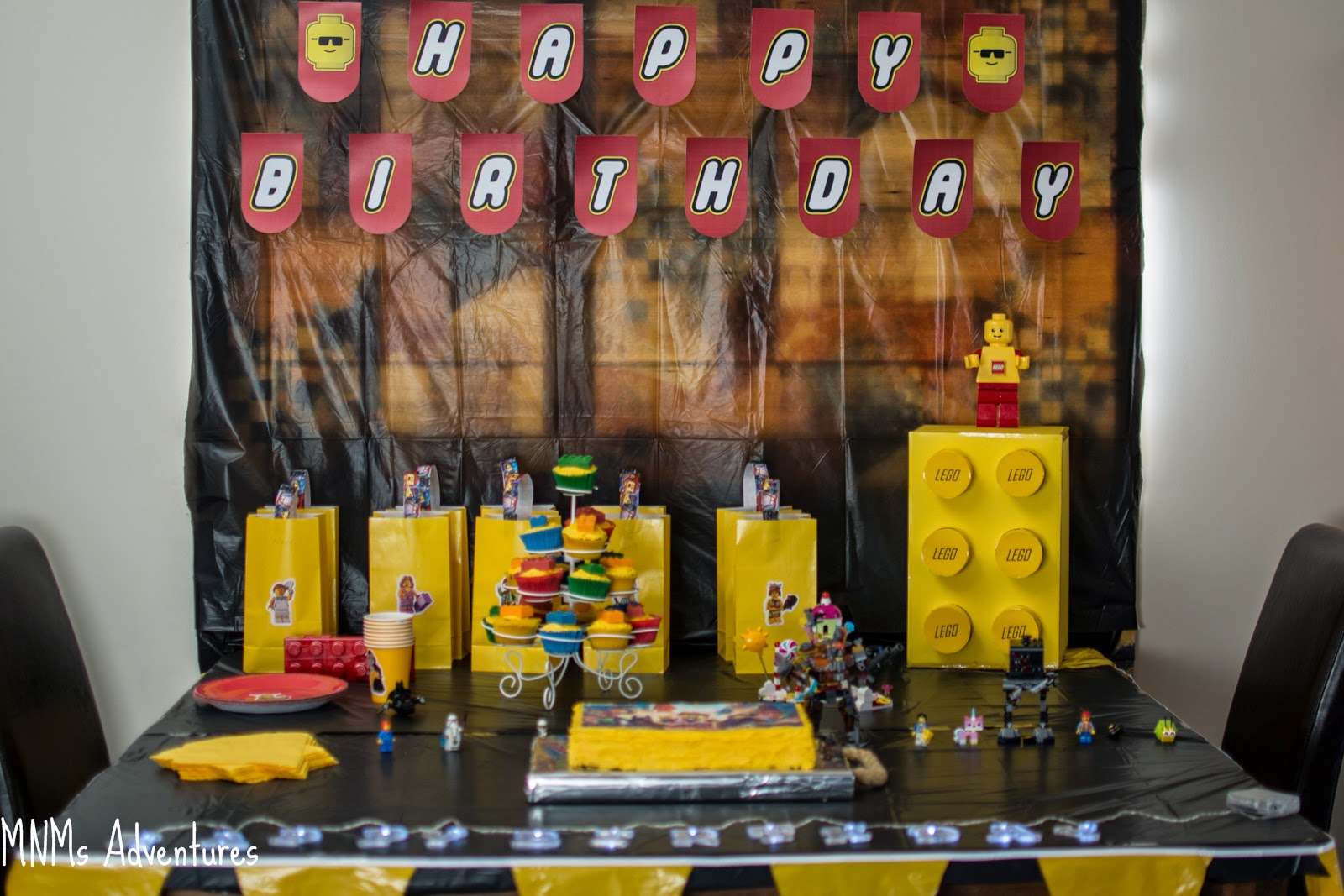 LEGO movie theme party table