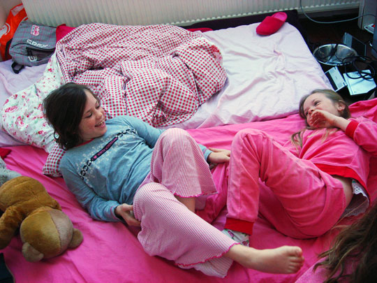 happy families what to do about sleepovers children and sleepovers 540x405