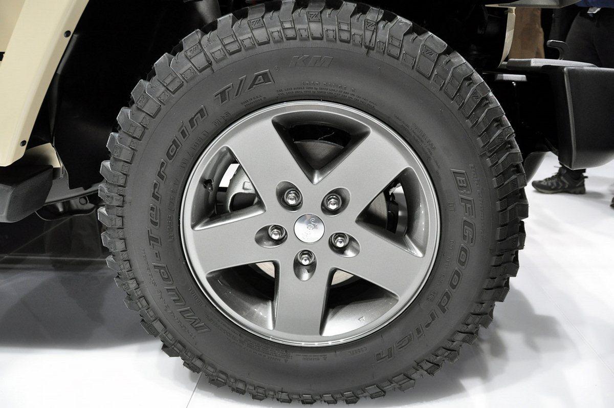06 Jeep wrangler tire size