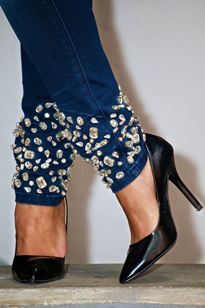 jeans con applicazioni cristalli