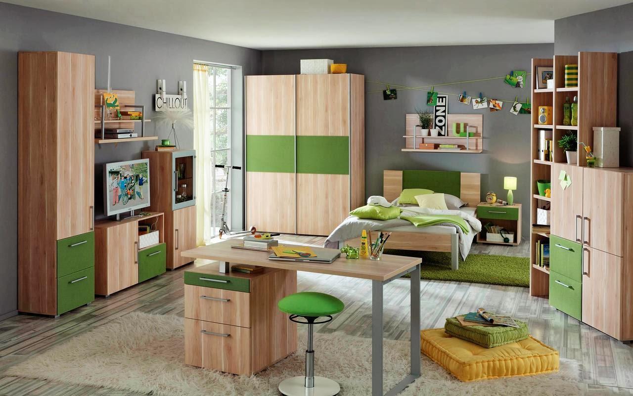 con paredes grises y muebles de madera clara con acabados en verde