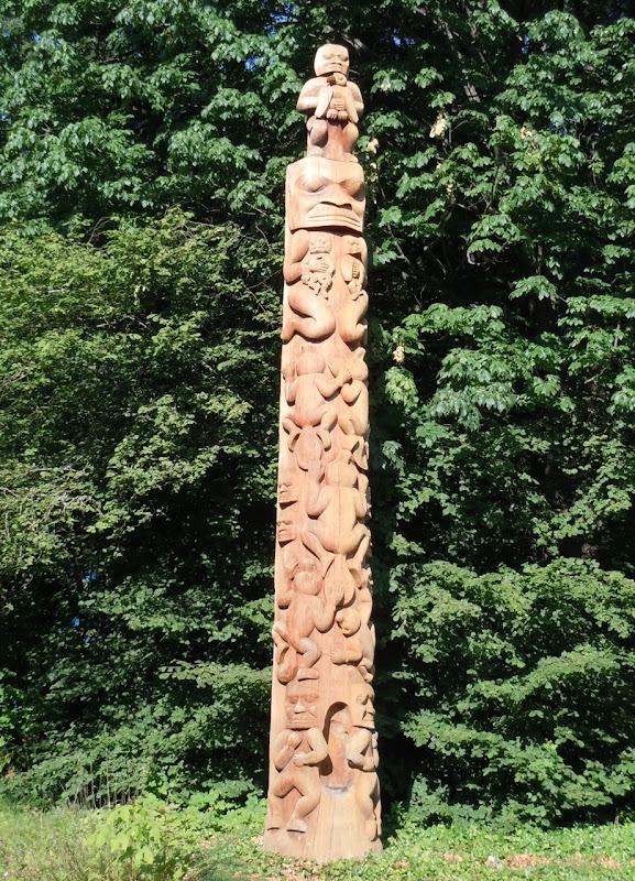 Beaver Crest Totem Pole