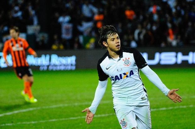Romero marcou dois gols na vitória do Corinthians