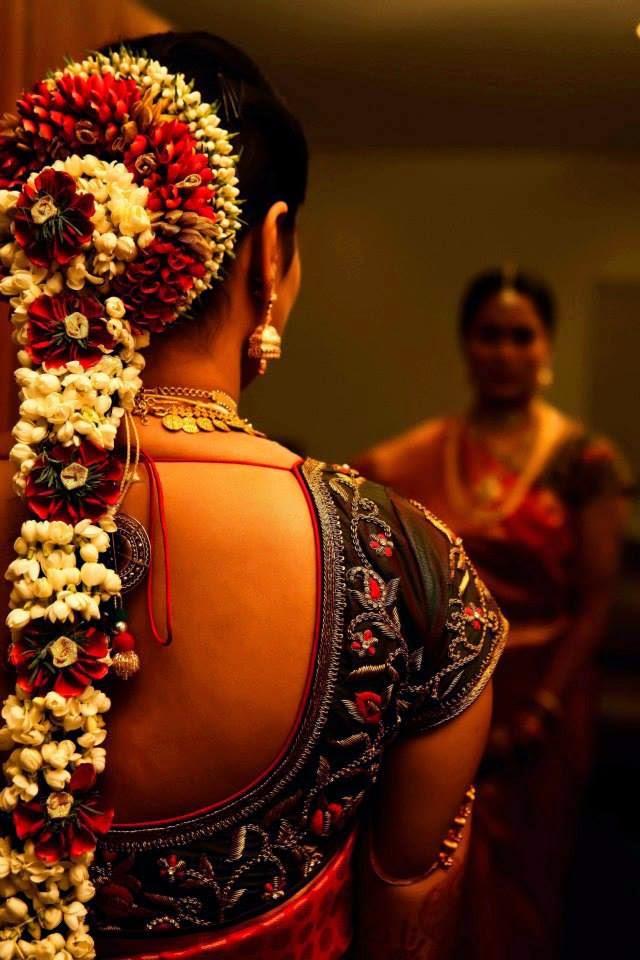 Pelli poola Jada: SouthIndian Bridal Hairstyles with flowers