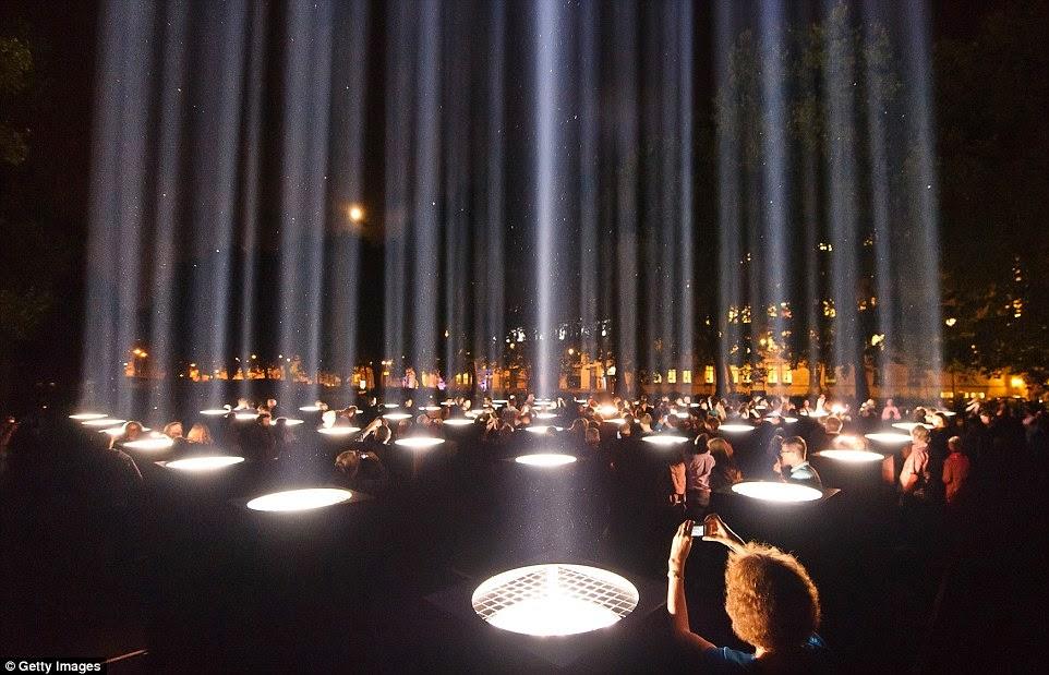 Kết quả hình ảnh cho đèn chiếu sáng nghệ thuật